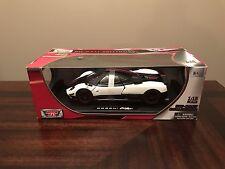 PAGANI ZONDA CINQUE WHITE/BLACK 1/18 DIECAST CAR MODEL BY MOTORMAX 79158
