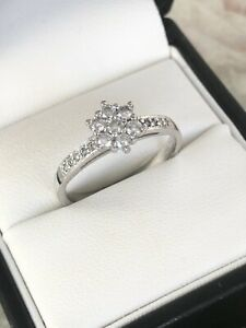 Beautiful 18ct White Gold Diamond Cluster Ring Size R Item A892