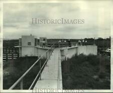 1974 Press Photo Colonel E.R. Heiberg and officials inspect canal site