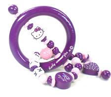 Greifling mit Namen Hello Kitty Greifring  Motorik  Babyspielzeug Rassel purpur