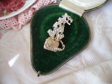VINTAGE ANTIQUE LEOPARD PANTHER ON A BOX CRYSTAL RHINESTONE GOLD BROOCH PIN