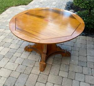 ROUND TABLE WITH THREE TOPS