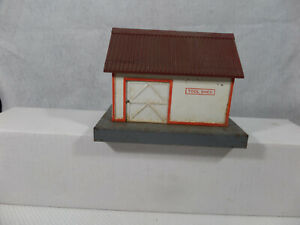 American Flyer 585 (early) Tool shed with brownish - red roof. VG