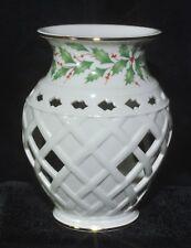 Lenox Bone China Holiday Fragrance Warmer Holly Berry Design Item #6390157 New