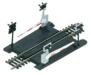 Brand New Hornby R645 Single Track Level Crossing.