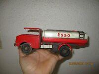 Ancien Vintage Camion en Tôle Citerne Esso Joustra ? pour pièces