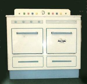 WIZARD CHILD'S PLAY KITCHEN RANGE - VERY GOOD CONDITION