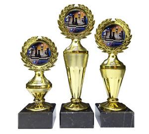 3er-Serie Schach-Pokale mit bunten Emblemen und Ihrer Wunschgravur (Biso3)