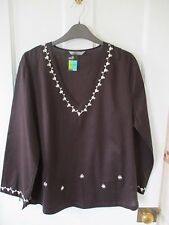 """Ladies Pretty tunic style top """" size 12/14 """" Holidays./NEW."""