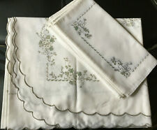 More details for reactangle white scallloped edge leaf floral print tablecloth 6 napkins 53x67
