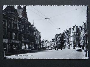 Berkshire READING Broad Street ANIMATED STREET SCENE c1960s RP Postcard