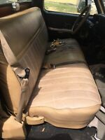 1973-1987 Chevy GMC C-K Series 1986 Used Tan BENCH SEAT NO SHIPPING
