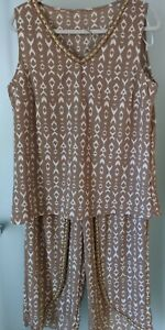 NO LABEL TWO PIECE  BEADED SET - TOP AND PANTS SIZE 14  VERY STYLISH AS NEW
