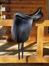 "18"" HULSEBOS Dressage Saddle, Close Contact model Medium Tree, matching leathers"