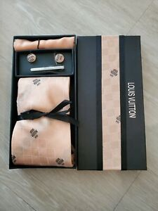 Louis Vuitton Tie Set