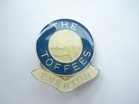 99p SALE RARE VINTAGE EVERTON FOOTBALL CLUB TOFFEES CUP FINAL BALL OLD PIN BADGE