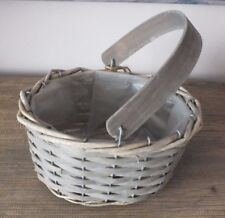 GREY WASHED WOOD CHIP TRUG BASKET WITH HANDLE & INNER LINING