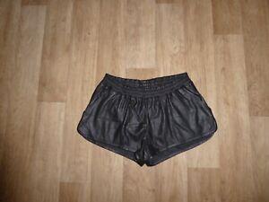 H&M DIVIDED Leder Shorts / Hotpants Kunstleder Gummibund Schwarz Gr.38 **NEU**