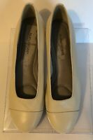 Naturalizer Womens Light Beige Leather Shoes Size 9M Flats Slip On Comfort