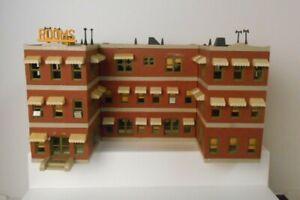 Walthers Or Similar HO LARGE Hotel (EZ21)