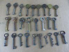 Lot de 27 anciennes clés clefs armoire coffre longueur 8 à 11 cm old keys lot 13
