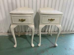 H42006 Pair of Queen Anne French Style White Bedside Tables Cupboards