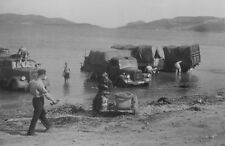WWII photo German soldiers wash trucks off the coast of the gulf near the ci 56a