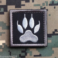 WOLF TRACKER PAW USA ARMY MILITARY MORALE TACTICAL OPS SWAT BLACK HOOK PATCH