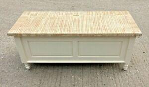 WHITE COFFEE TABLE / OTTOMAN STYLE / STORAGE BOX / WOOD / CABINET / BOX  / NEW