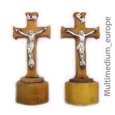 2 Art Deco 30er Jahre Bakelit Kreuze mit Jesus Christus in Metall cross Kreuz