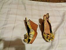 womens covington poppy yellow fabric printed wedge heels shoes size 7 1/2