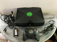 Microsoft XBOX Original Console With Controller Power Cord AV Cable
