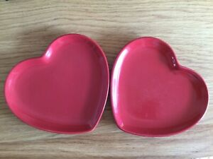 FLORA RED HEART PLATES X 2