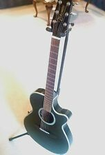 Takamine eg568c Thinline Acoustic / Electric Guitar