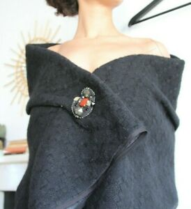 LOUIS VUITTON / Cape / Shawl with brooch