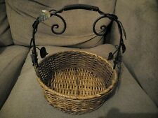 VINTAGE STYLE DECORATIVE BASKET WITH METAL HANDLE.  H: 28cm.  GOOD CONDITION