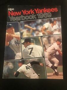 1969 New York Yankees Program Last Mickey Mantle cover! fold-out team picture NM
