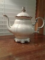 HUTSCHENREUTHER BAVARIA SYLVIA WHITE BODY PLATINUM TRIM FIVE CUP FOOTED TEA POT