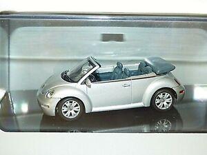 AutoArt Models Volkswagen New Beetle Cabrio (Reflex Silver Metallic)