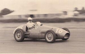 FERRARI CAR No.16, G.FARINA, BRITISH GRAND PRIX SILVERSTONE JULY 1952 PHOTO.