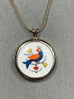 VINTAGE AVON GOLDTONE PORCELAIN COUNTRY BIRD OF HAPPINESS  PENDANT  NECKLACE