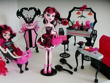 Monster High Draculaura Bundle avec DIE-NER CAFE, salle de bains & 2 poupées