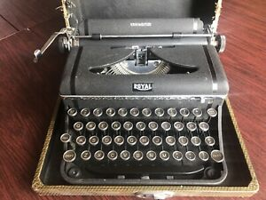 Vintage Royal Companion portable typewriter 1940 with case (read about shipping)