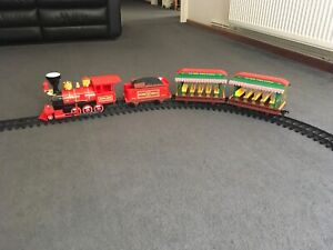 RARE. Walt Disney World Resort Parks Railroad Train Set. Excellent condition.