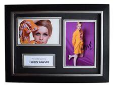 Twiggy Lawson SIGNED A4 FRAMED Autograph Photo Display 60s Model Film AFTAL COA