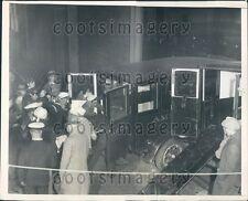 1931 US Cutter Cuyhoga Coast Guardsmen Load Rescued Into Ambulance Press Photo