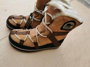 Sorel snow boots size 4