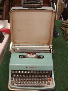 Vintage Olivetti Lettera 32 Manual Typewriter with Softside Case ~ working