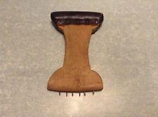 Ancien outil de garnisseur fauteui ou autre tissu