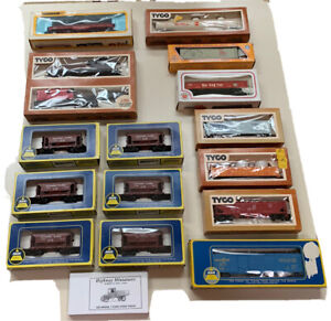 LARGE Lot Of Vintage HO Scale Stock Cars Pre Owned Freight Cars Mehano AHM Tyco